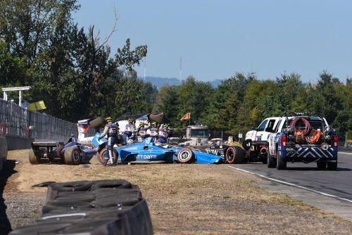 De gecrashte wagens van Andretti, Hinchcliffe en Jones in Portland