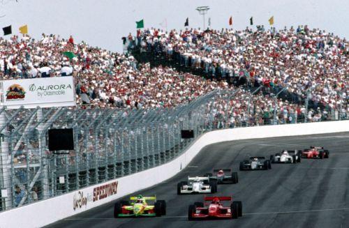 De start van de eerste IRL race, op de Walt Disney World Speedway