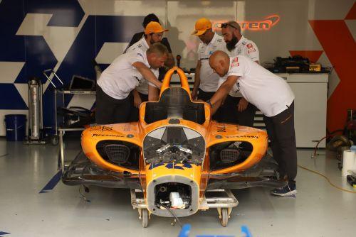 McLaren werkt hard aan het herstellen van de #66 wagen van Fernando Alonso