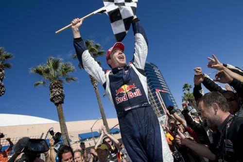 Robert Doornbos viert de overwinning in San José