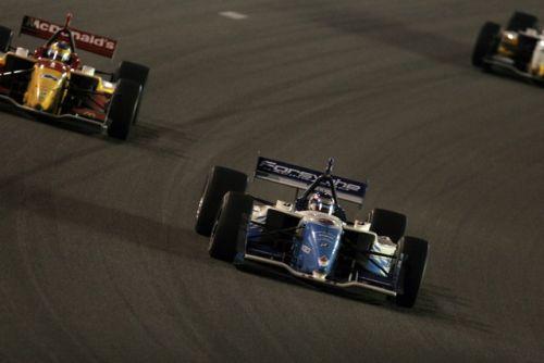 Paul Tracy voor Sebastien Bourdais tijdens de race op de Las Vegas Motor Speedway