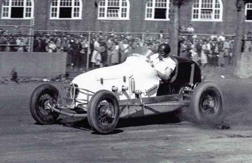 Ted  Horn in actie op een dirttrack in 1946