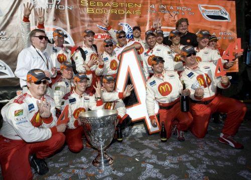 Het Newman/Haas/Lanigan Racing team viert de vierde titel van Bourdais