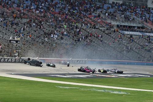 De startcrash van de XPEL 375 op Texas Motor Speedway