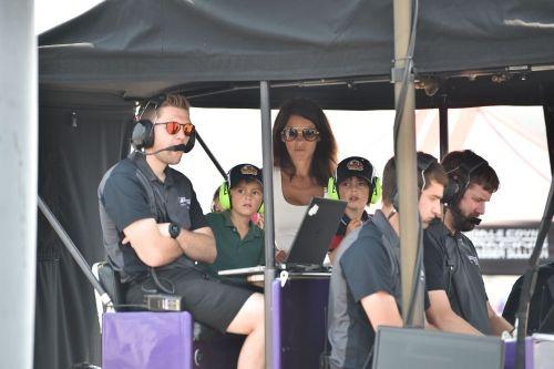 De vrouw en kinderen van Romain Grosjean, Gateway