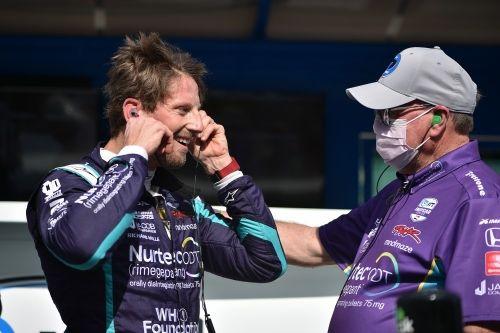 Romain Grosjean wordt gefeliciteerd met zijn eerste IndyCar pole