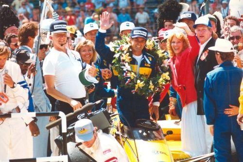 Al  Unser wint de Indianapolis 500 in 1987