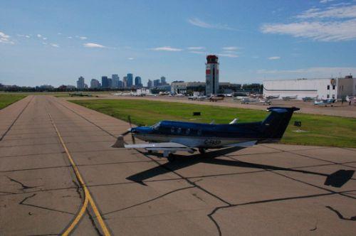 Vliegveld actief tijdens race, Edmonton