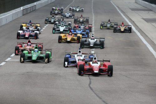 Carlos Muñoz leidt de start op de Texas Motor Speedway