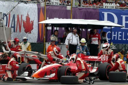 Justin Wilson maakt zijn pitstop in Toronto