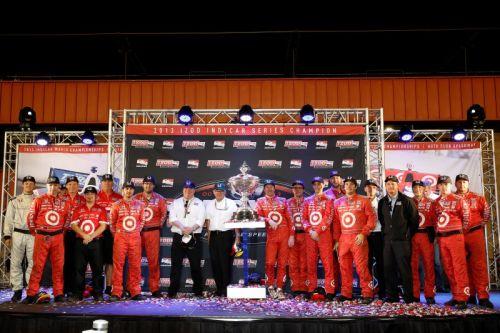 De kampioenschap winnende Ganassi Racing crew van Scott Dixon