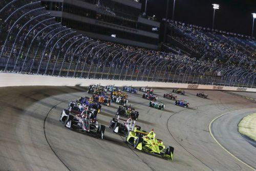Simon Pagenaud leidt de start op de Iowa Speedway