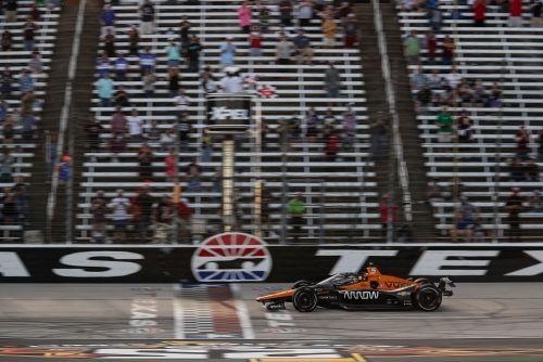 Patricio O'Ward wint de XPEL 375 op Texas Motor Speedway
