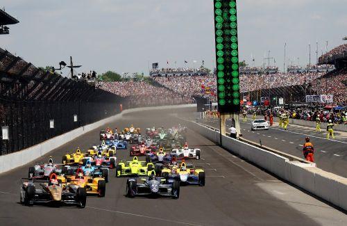 De start van de 100ste Indianapolis 500