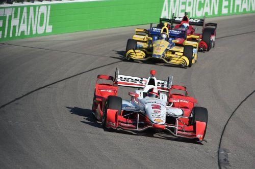 Juan Pablo Montoya voor Marco Andretti en Graham Rahal, Iowa Speedway