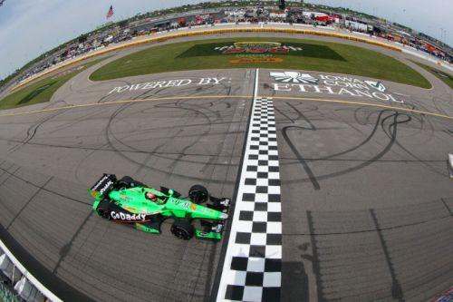 James Hinchcliffe wint op de Iowa Speedway