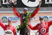Scott Dixon, Justin Wilson en Helio Castroneves op het podium van Watkins Glen