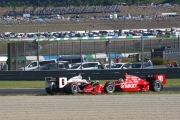 Ryan Briscoe en Dario Franchitti na het incident in Bocht 1