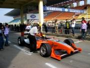 Robert Moreno maakt zich klaar voor de eerste Champ Car rit in Zhuhai