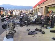 Team Penske monteurs werken aan de wagen van Power