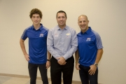 Matheus Leist met teammanager Larry Foyt en Tony Kanaan