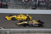 James Hinchcliffe in gevecht met Helio Castroneves