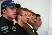 De aanwezige coureurs wachten op hun introductie
