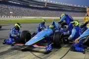 Tony Kanaan maakt een pitstop op de Texas Speedway