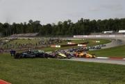 Felix  Rosenqvist spint van de baan bij de start op Mid-Ohio