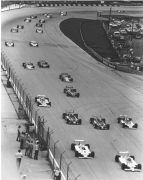 Start van de Champ Car race op de Milwaukee Mile in 1980 met Johnny Rutherford vanaf pole