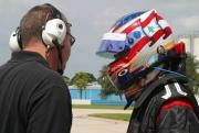 Graham Rahal in gesprek met een Newman/Haas engineer tijdens zijn eerste test op Sebring