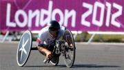 Alessandro  Zanardi wint goud tijdens de Paralympische handbike race op Brands Hatch