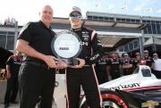 Josef Newgarden met de Verizon P1 Award op Barber Motorsports Park