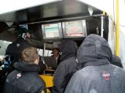 Team Australia ziet toe hoe hun wagen naast de baan schiet