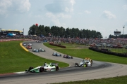 Sebastien Bourdais leidt de race voor Josef Newgarden en Ryan Hunter-Reay op Mid-Ohio