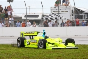 Ed Carpenter spint in de eindfase van de race