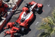 Jimmy Vasser moest tijdens de race zijn wagen laten repareren