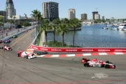 Dan Wheldon leidt het veld in St. Petersburg in 2005, voor Sam Hornish Jr. en Scott Dixon