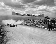 De finish van de beruchte Pikes Peak race in 1965