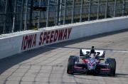 Dan Wheldon test de nieuwe wagen op de Iowa Speedway