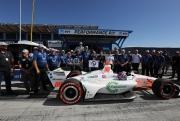 Colton Herta en zijn team met de NTT P1 Award op Laguna Seca