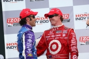 Dario Franchitti feliciteert Scott Dixon met zijn overwinning