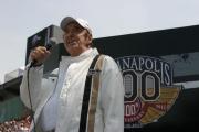 Jim Nabors zingt Back Home Again in Indiana tijdens de Indy 500