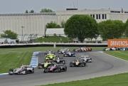 Het veld maakt zich op voor de start van de IndyCar Grand Prix op het Infield van Indianapolis