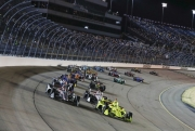 Simon Pagenaud leidt de start op de Iowa Speedway