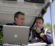 Robert Doornbos in gesprek met zijn engineer Mike Cannon