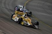 Ryan Hunter-Reay voor Marco Andretti op de Iowa Speedway