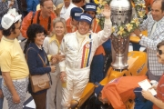 Johnny Rutherford wint de 1974 Indianapolis 500