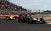 Will Power houdt Helio Castroneves en Dario Franchitti van zich af in Edmonton
