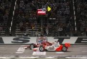 Scott Dixon passeert de eindstreep vlak voor Helio Castroneves, Texas Speedway